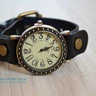 Ретро часы на ремешке с заклепками