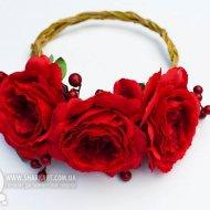 Красный ободок с розами и калиной