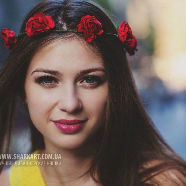 Минималистический венок из красных роз