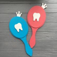 Зеркало с короной и зубом